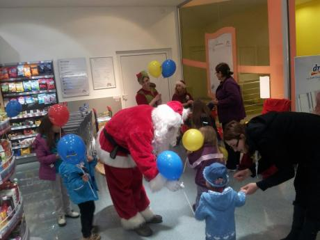 DM-Veselo druženje s Djeda Mrazom