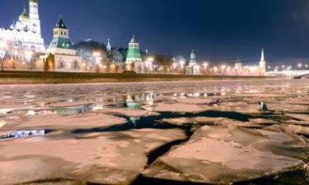 Moskva, reka koja ledenim tokom ulepšava glavni grad Rusije (FOTO)