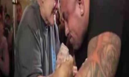 70-godišnji djedica izazvao mišićavog bildera od 150 kila, pa cijeli kafić bacio u trans! (VIDEO)