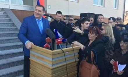 Dodik na Palama otvorio studentski dom nazvan po Radovanu Karadžiću