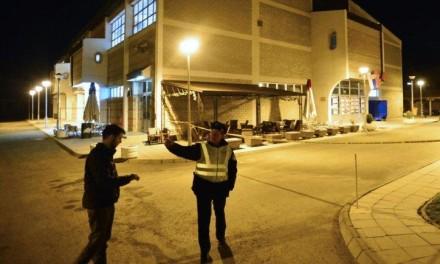 (FOTO) TERORISTIČKI NAPAD NA KOSOVU: Bačena bomba na dvoranu gde treba da govori Vučić