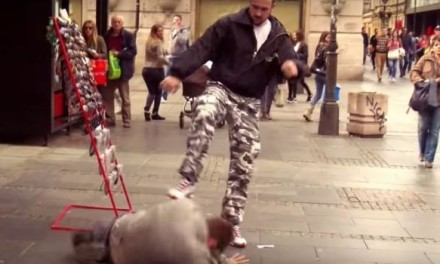 BATINE UŽIVO: Neverovatna tuča prosjaka i bildera usred bela dana u Knez Mihailovoj (VIDEO)