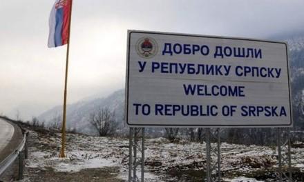 Na Vracama zelenom bojom išarana tabla na kojoj piše 'Dobro došli u Republiku Srpsku'
