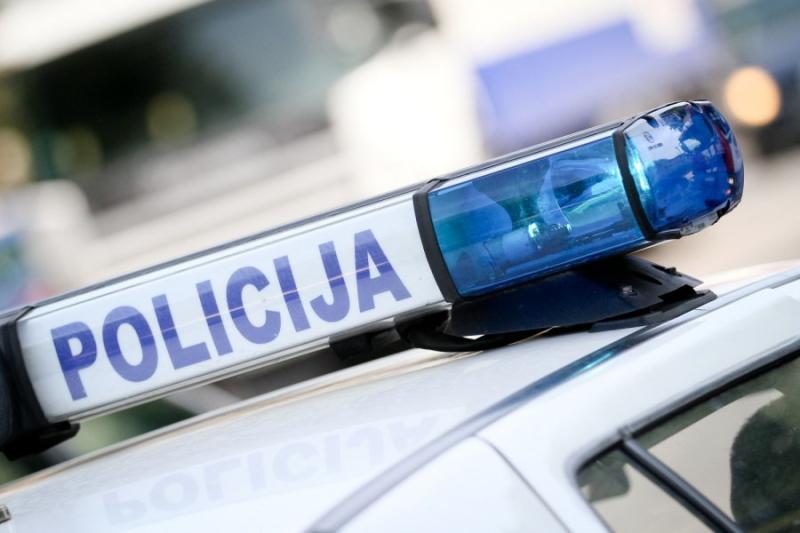 Na parkingu ispred bolnice nožem ranjen 23-godišnjak