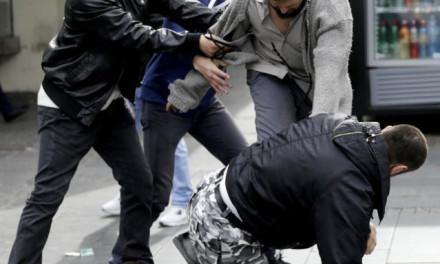 Evo kako se ZAISTA završila tuča prosjaka i bildera usred Knez Mihailove! (VIDEO)