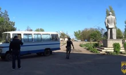 Video: Tuča zbog rušenja Lenjinovog spomenika