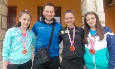 """Atletičarke """"Glasinca"""" sa Sokoca osvojile su 12 medalja i zauzele prvo mjesto na ekipnom prvenstvu BiH za mlađe juniorke."""