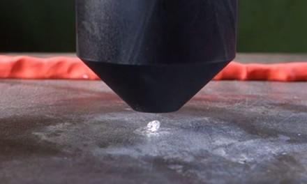 Dijamant protiv hidraulične prese: Šta je jače?