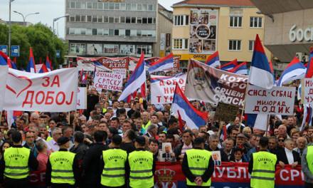 """Protesti u Banjoj Luci: """"Naroda na oba skupa manje nego na koncertu Miligrama"""""""