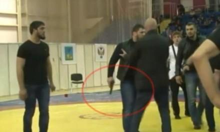 NA TURNIRU U RUSIJI Izvadio pištolj tokom tuče dvojice hrvača!