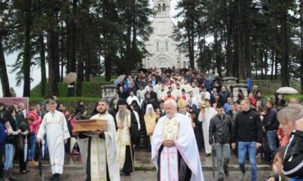 I ovog 12. maja padala je kiša, koja je stala onoga trenutka kada je litija, u pratnji više hiljada građana, krenula ulicama Nikšića.