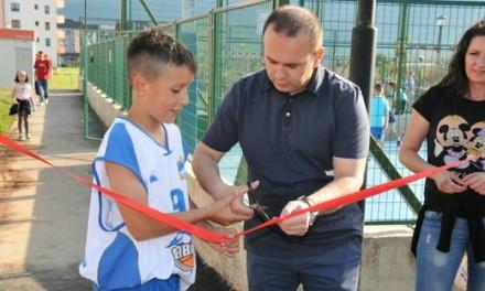 """Otvoreno novo košarkaško igralište kod Gradskog parka """"Gavrilo Princip"""" (FOTO)"""