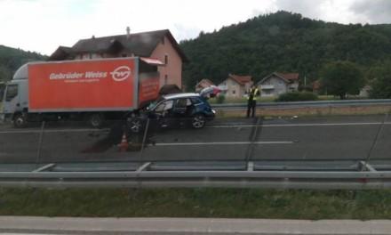 Autoput A1 / Podlegao vozač automobila koji je u sudaru zadobio teške povrede