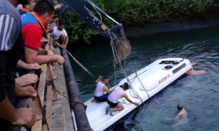 Turska: Autobus upao u kanal, najmanje 12 poginulih