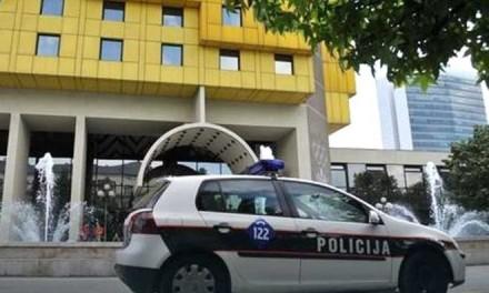 Policija pretresa hotel Holidej