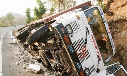 Indija: U sudaru autobusa i vozila 17 mrtvih
