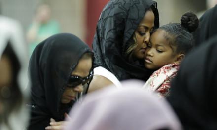 Hiljade ljudi svih vera na dženazi Muhamedu Aliju