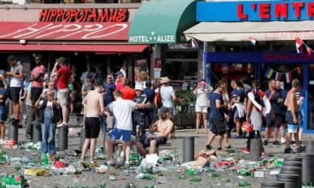 Jezive scene huliganskih obračuna na ulicama Marseja