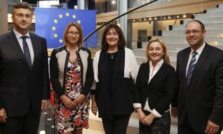 Reakcija Evropske komisije na nezakonito ugovorene klauzule vezane uz švajcarski franak