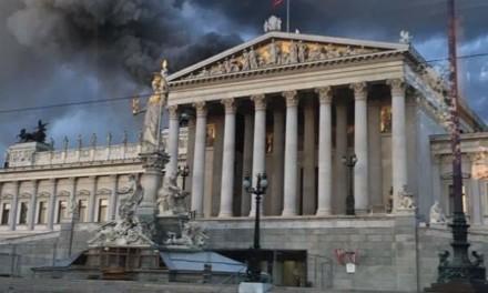 Gori zgrada Parlamenta Austrije