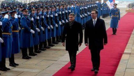 Vučić dočekao Zvizdića ispred Palate Srbija