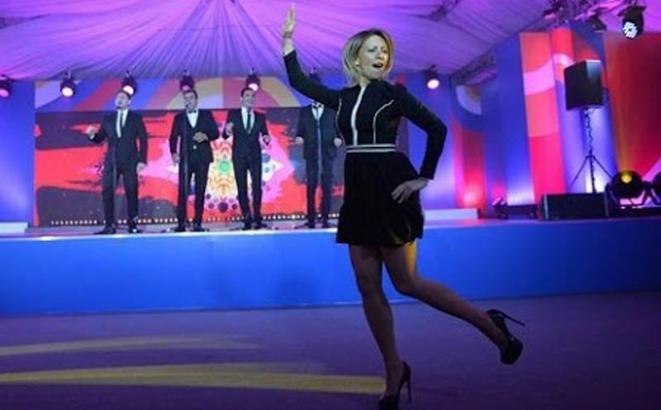 "Zaharova zaigrala ""Kaljinku"" –  VIDEO"