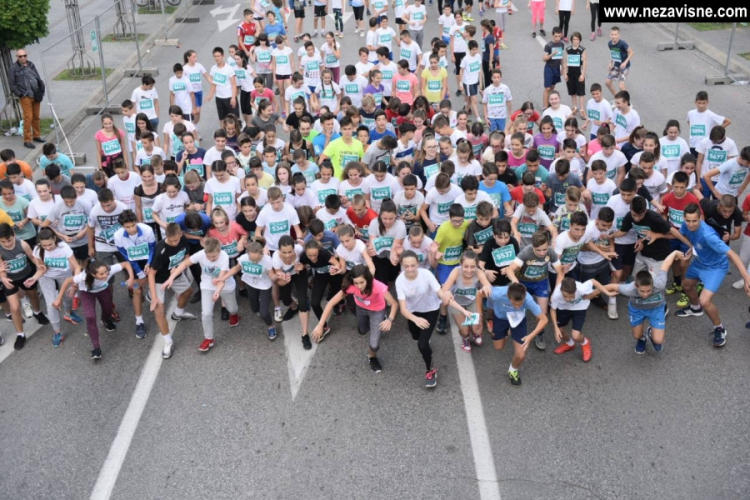 """Oko 2.000 učenika trčalo """"Balans+ School Run"""""""