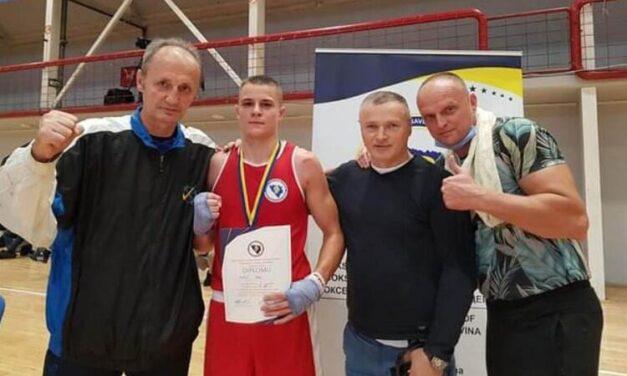 """Mladi bokser """"Glasinca"""" Luka Veljović prvak BiH"""