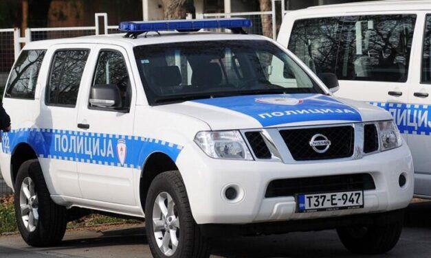 Revolt zbog djevojke iskalio na njenim vozilima i prozoru